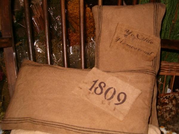 rectangular 1809 or ye olde homestead heirloom pillow