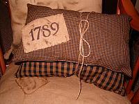 1789 black pillow set