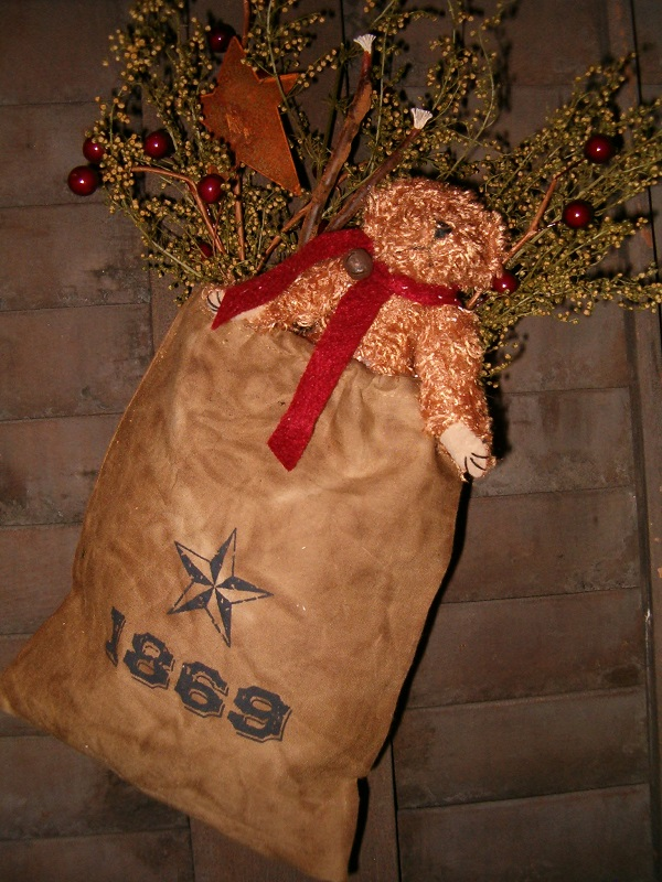 1869 Holiday stuffed ditty bag