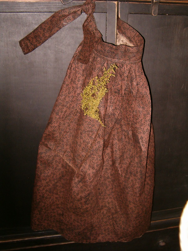 brown prairie apron