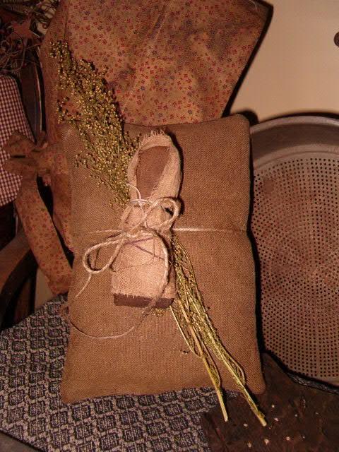 heirloom prairie tuck pillow
